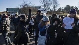 """Almaviva trasferisce 65 dipendenti in Calabria. Stop dal governo: """"Licenziamenti mascherati"""""""